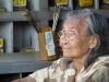 Frau Li verkauft seit 35 Jahren Schrauben