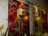 Bei Ranee's in Bangkok gibts seit langem wieder eine leckere Pizza und schmucke Vintage-Veloposter dazu