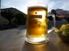 Die Albaner sind nicht so apéroaffin: Sie nippen am Espresso und wir müssen all das Bier trinken