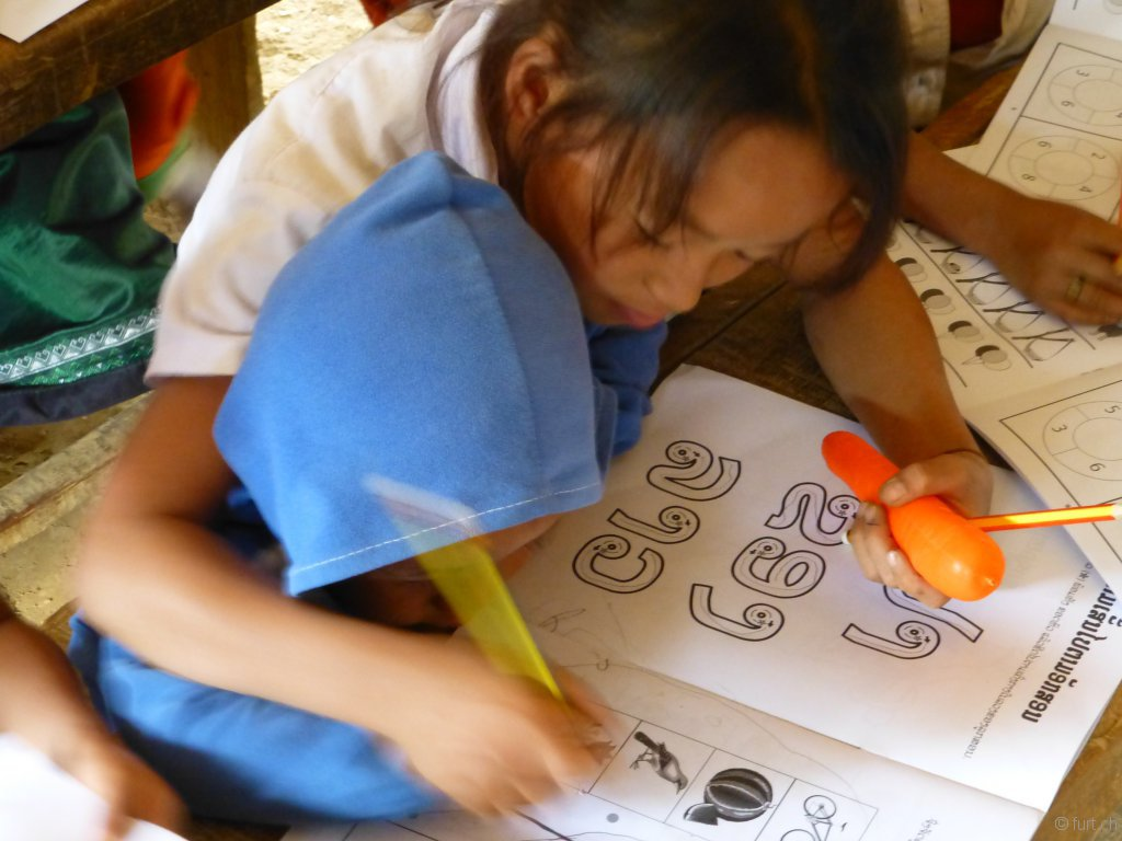 ...für sie ist Laotisch bereits die erste Fremdsprache!