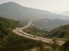 Sollen wir wirklich ins Tal runter und dann wieder rauf? Ach komm, wir nehmen die Autobahn!