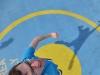 Zeitvertreib auf Deck der Fähre: Sprungübung auf dem Heli-Landeplatz