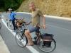 Der Holländer Erik fährt barfuss dank Eigenbau und macht schöne Leder-Lenkertaschen