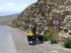 ...willkommen im Iran! Zum Einstieg ist das Geschwindigkeitslimit noch zweisprachig