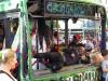 Die Locals haben ihre helle Freude an den Buswracks...