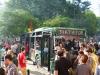 Der Queen ihr Queenmobil, dem Papst sein Papamobil, dem Dikator ein ausgebrannter Bus