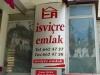 Kaufen Sie ein Schweizer Chalet! Beim Immobilienhändler drinnen hängt sogar eine Kuckucksuhr