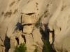 Einmal mehr waren es christliche Einsiedler, die auf der Suche nach Einsamkeit Behausungen in die Felsen gruben (ob es die nicht-schwindelfreien Mönche aus Meteora waren?)