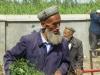 Dieser lustige Uigur ist auf dem Markt mit frischem Gras unterwegs. Vielleicht für die letzte...