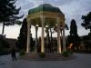 Im Mausoleum des berühmten persischen Dichters Hafez