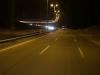 Eine Perversion der Extraklasse: Die Autobahn durch die Wüste ist durchgängig beleuchtet