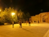 Bei Temperaturen von 45 Grad und mehr spielt Mann lieber des nachts Volleyball