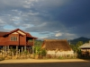 Holzhäuser auf Stelzen oder einfache Bambushütten: Willkommen in Laos!