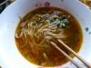Der Fö, die laotische Nationalsuppe. Versalzen und mit zu viel Koriander kriegten wir diesen da allerdings kaum runter...