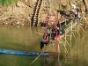 Jeder Jahr während der Regenzeit verschwinden Bambusbrücken in den Fluten auf Nimmerwiedersehen. Danach werden sie wieder neu gebaut.