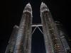 Ein Augenschmaus, die Petronas Towers. Aus der Ferne funkeln sie wie riesige Swarovski-Bäume