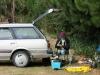 Nachts schnarchend auf dem Rücksitz schlafen, morgens zu Countrymusik die Angelruten präparieren: Das echte Kiwi-Leben!