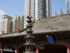 Alt versus neu. Nicht im Bild: Direkt vor dem Konfuzius-Tempel erstreckt sich die lärmige Sündenmeile der Stadt