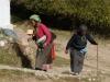 Sangmo und Niyma waren reichlich überrascht, beim Wandern plötzlich auf Ausländer zu treffen