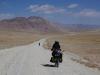 Wikipedia meint: 'Der Pamir Highway ist fast durchgehend asphaltiert... wenn auch in schlechtem Zustand.' Hätten wir früher lesen sollen! ;-)