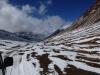 Gerade frisch gefallen: Dank Schnee wird die Piste nahe der Grenze zur Langlaufloipe...
