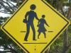 Vorsicht: Schwebende Kinder mit zu klein geratenem Hirn