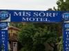 Hm... ist das jetzt Englisch (Miss Surf Motel) oder Berndeutsch (Mis Sörf Motel)?