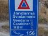 Der Gendarm hat einen Carabiner? Gut, können wir das Chinesisch unten lesen
