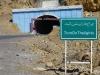 Hoffentlich halten die LKWs im Tunnel mehr Abstand als der Erbauer des Warnschildes beim Aufkleben der Buchstaben!