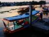 Famoses Schauspiel: Die Thais inklusive Band und Mönche tanzen auf den Böötli weiter