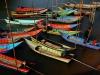 Die südostasiatischen Seenomaden sitzen den Monsun auf den Inseln aus, ansonsten ziehen sie mit Booten herum und leben vom Fischen...