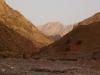 So langsam türmen sich rechte Berge auf und auch Afghanistan können wir schon fast riechen