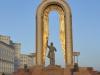 Frühmorgens nach 6 Uhr glänzt in Dushanbe die Kommunistenkunst um die Wette