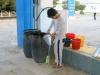 Kurz nach 6 Uhr muss der arme Tankwart schlaftrunken unsere Flasche mit Benzin füllen
