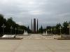 ...adrett umrahmt sind die Denkmäler...