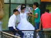 Heiraten ist gross in Mode in Usbekistan. Obwohl uns der Bräutigam reichlich minderjährig vorkommt...
