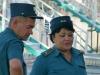 ...und hunderte von Polizisten (und 1 Polizistin) sorgen dafür, dass kein böser Tourist ins Festgelände eintritt