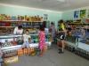 Das hat man hier noch nie erlebt: In der letzten usbekischen Stadt Denau kaufen wir den gesamten Wasservorrat auf