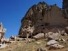 Ein Abstecher, der sich lohnt: Im Ihlara-Tal bestaunen wir die ersten Höhlenwohnungen...