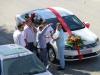 Üppige Beschmückung gehört auf jedes türkische Hochzeitsauto